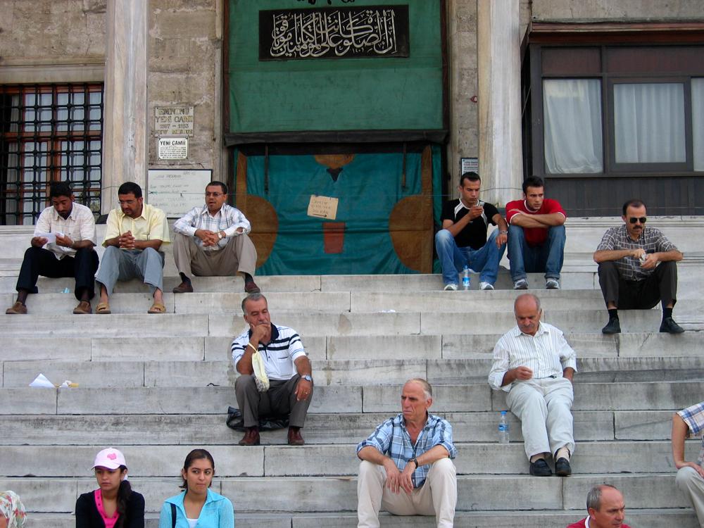A-la-entrada-de-la-mezquita-nueva