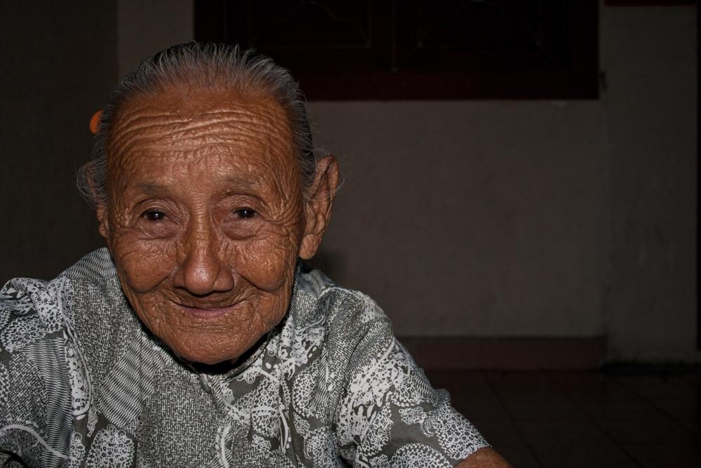 Agradable-anciana