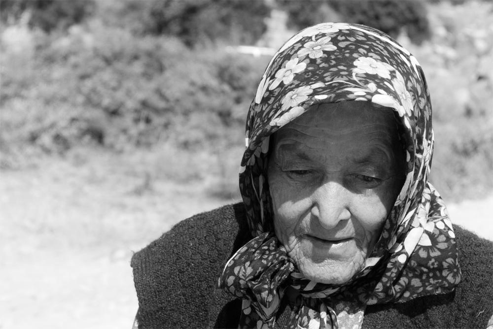 Anciana-en-la-playa