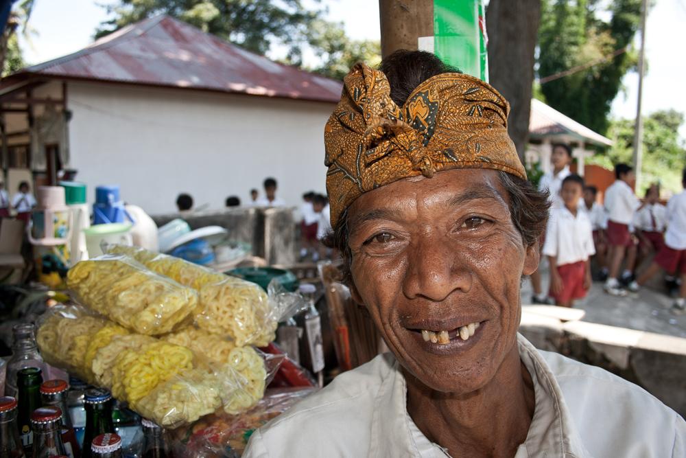 Anciano-con-gorro-tradicional