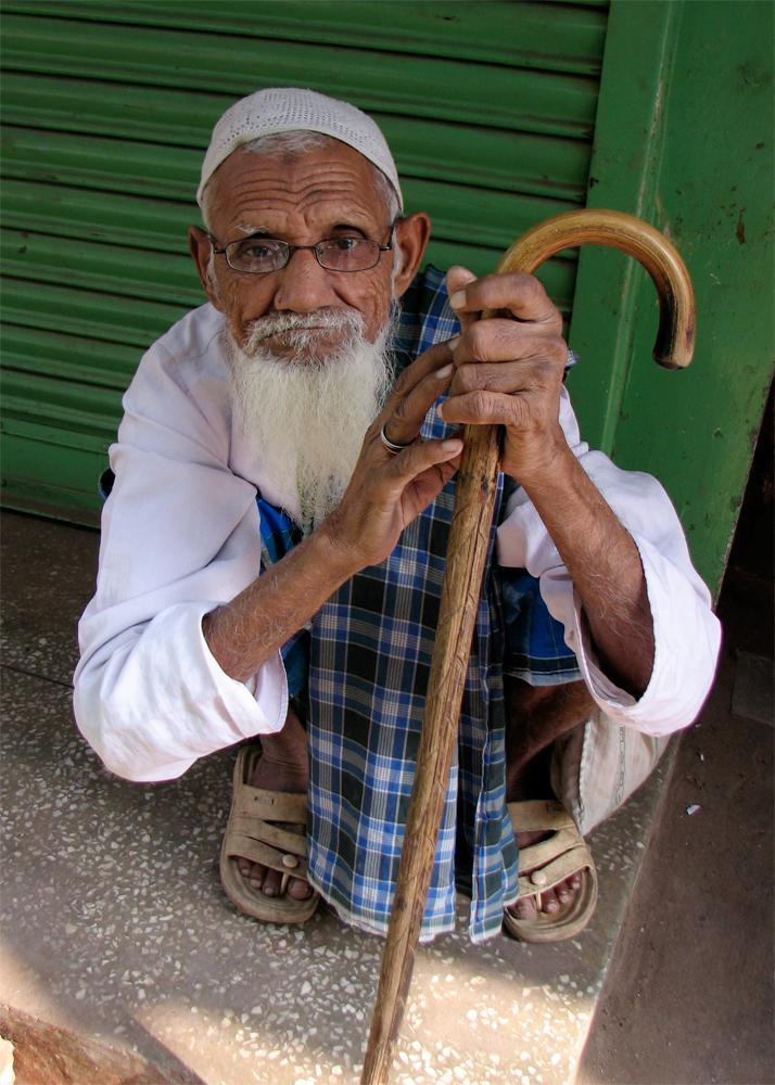 Anciano-y-bastón