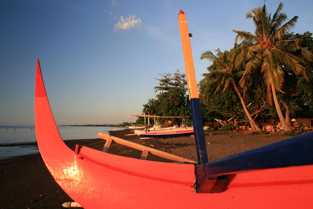 Barca-junto-al-mar