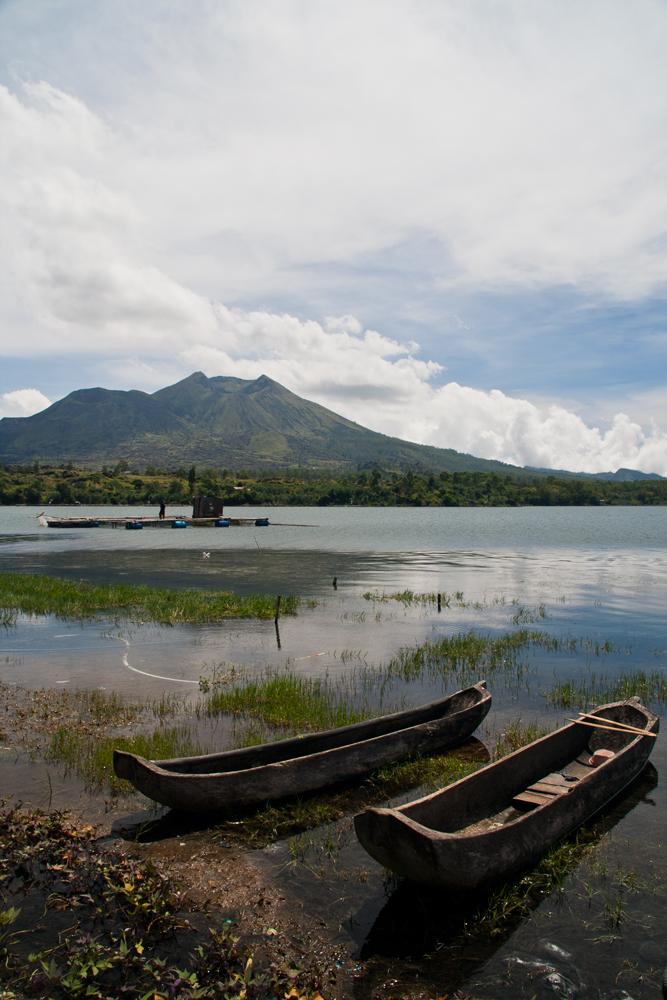 Barcas-en-el-lago-Batur