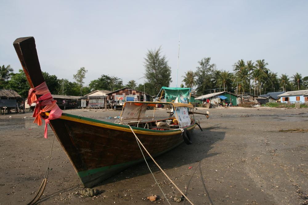Barcaza-en-la-playa