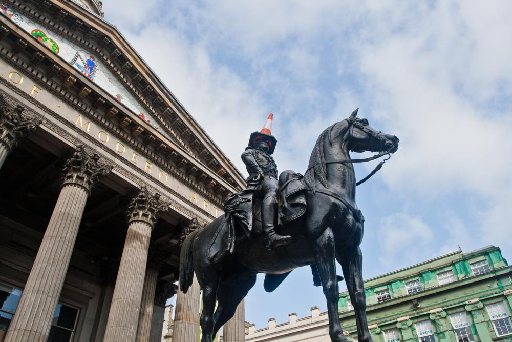 Broma-al-jinete-en-Glasgow