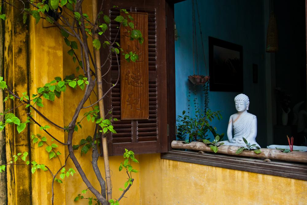 Buda-asomado-a-la-ventana
