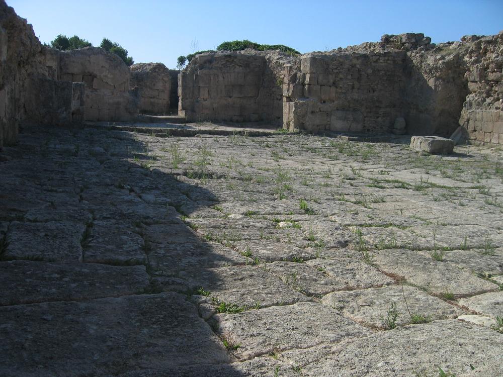 Calzada-y-muros-de-Ugarit