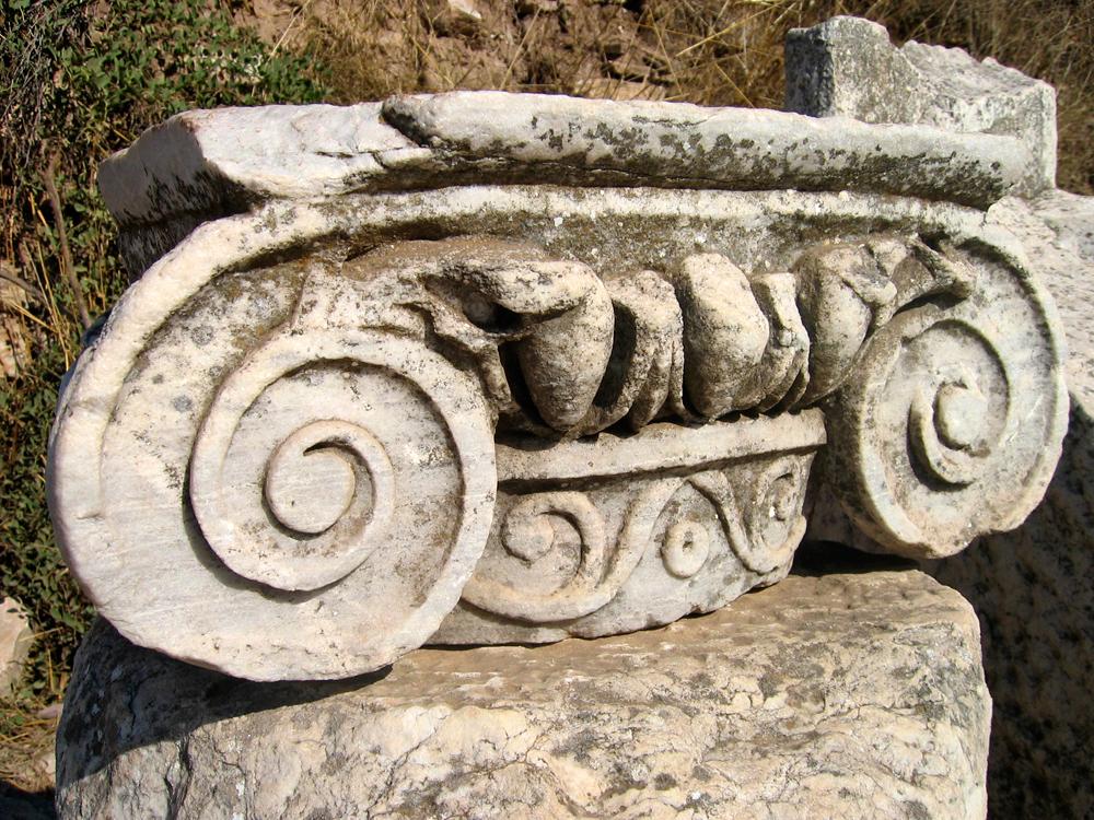 Capitel-Jónico-en-detalle