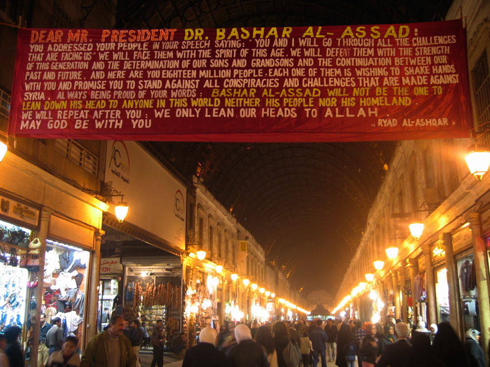 Cartel-político-en-el-Zoco-de-Damasco
