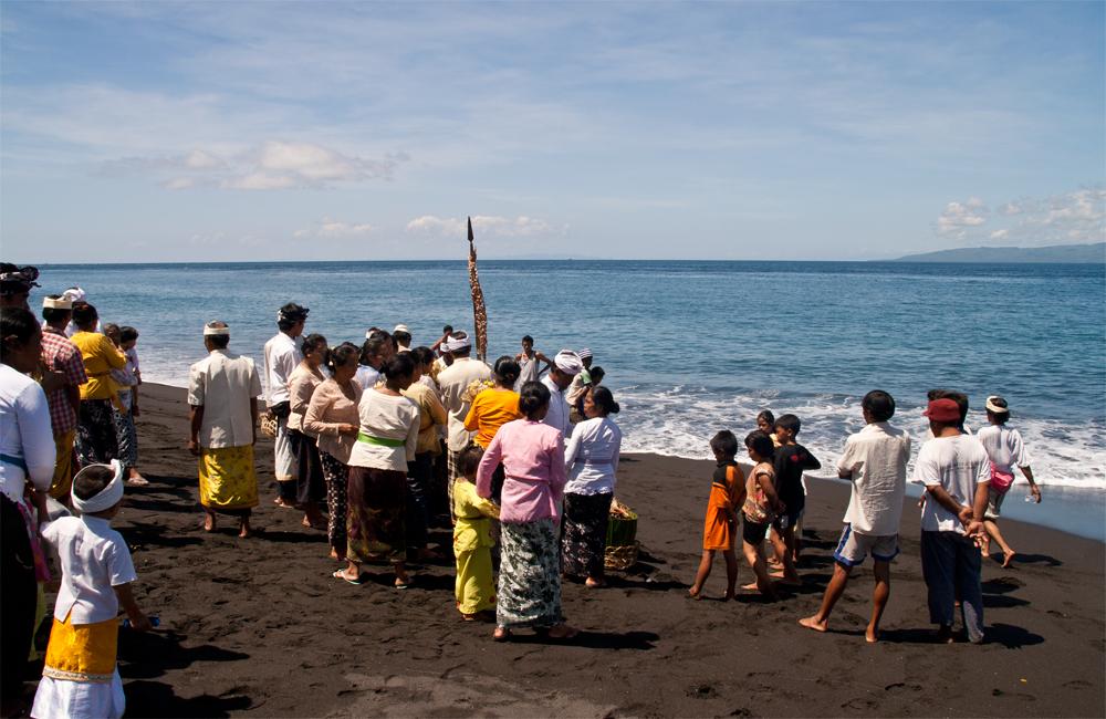 Ceremonia-de-fallecimiento-en-Goa-Lawah-III