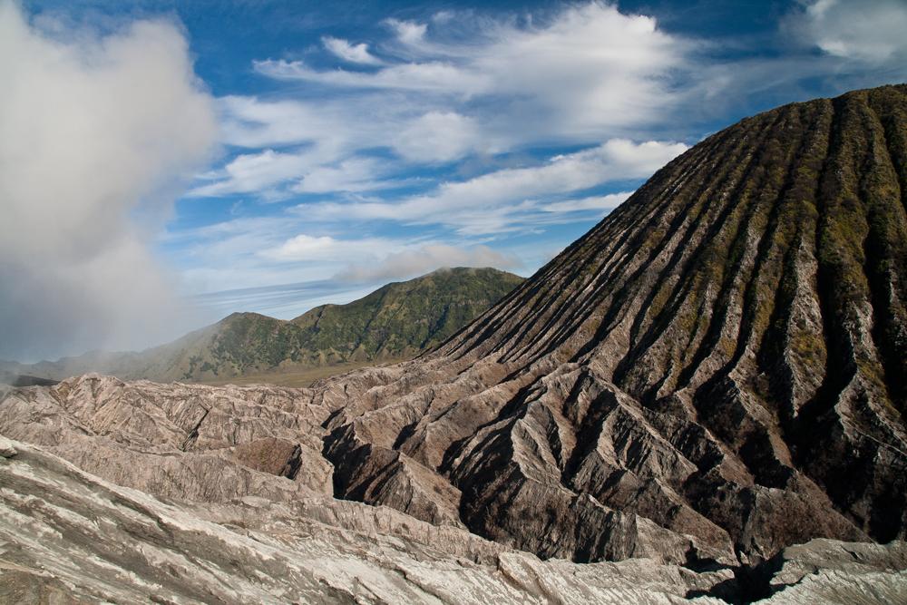 Coladas-de-lava-junto-al-monte-Bladok