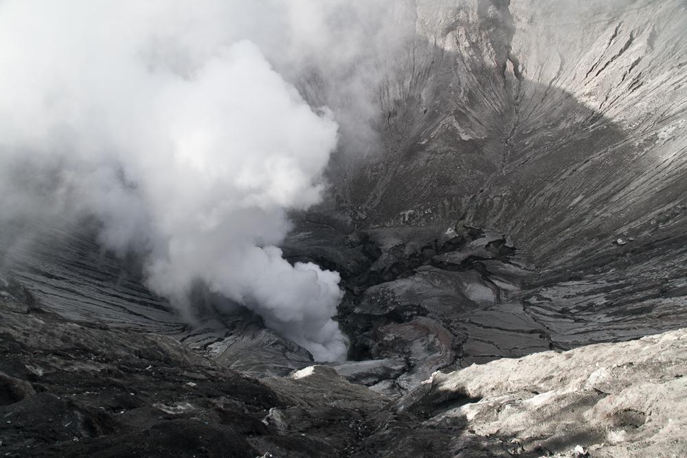 Crater-del-volcan-Bromo