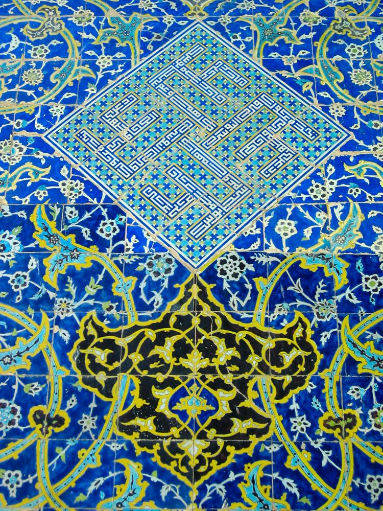 Decoración-de-la-Mezquita-del-Imam-II