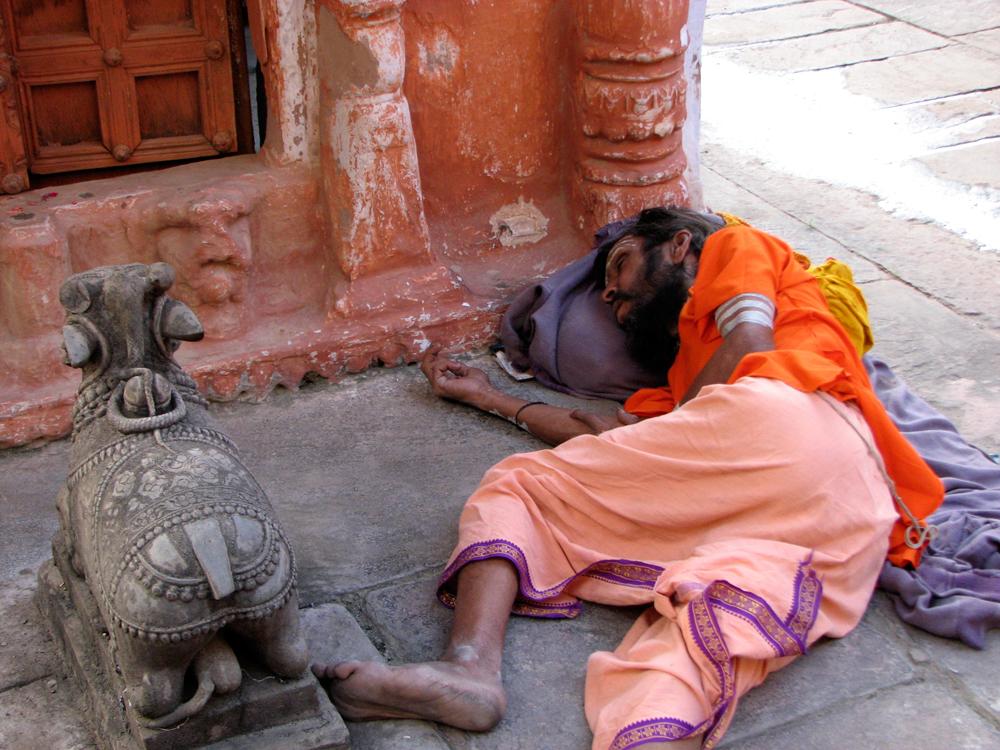 Descanso-junto-a-templo