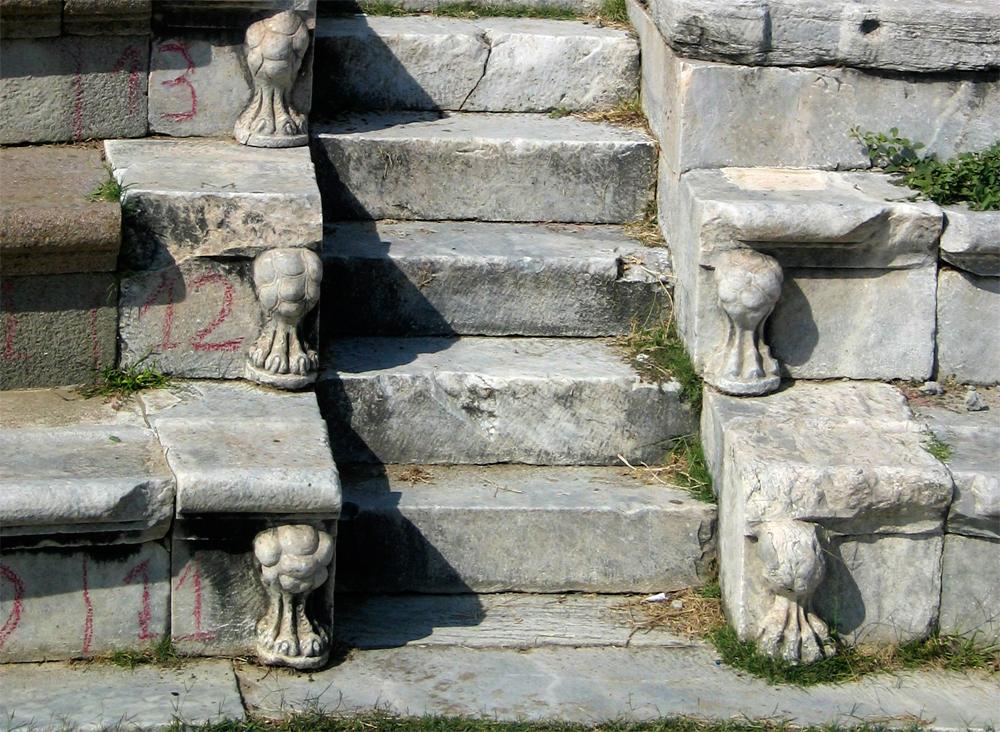 Detalle-de-las-gradas-del-teatro-de-Asclepion