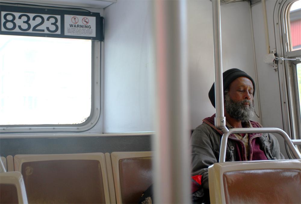 Durmiendo-en-el-tranvía