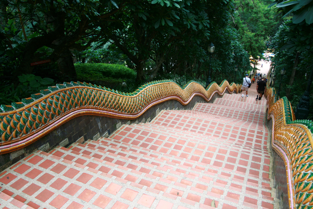 Escaleras-al-Wat-Phra-That-Doi-Suthep