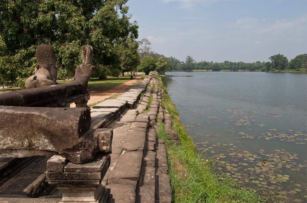 Estanque-alrededor-del-Templo-de-Angkor