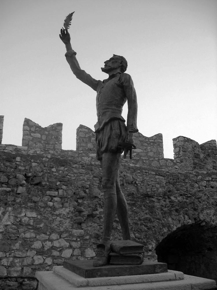 Estatua-de-Cervantes-en-Nafpaktos-(Lepanto)