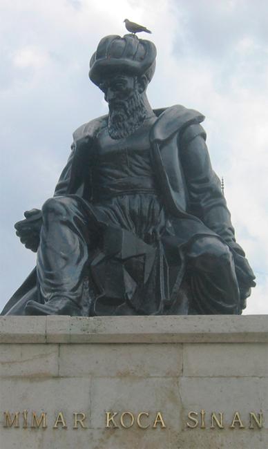 Estatua-de-Sinan-en-Edirne