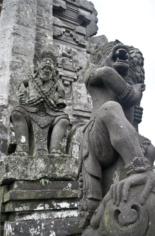 Estatuas-de-un-templo