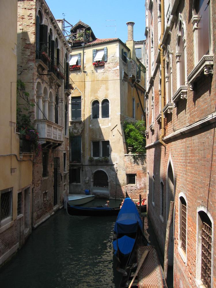 Estrecha-Venecia