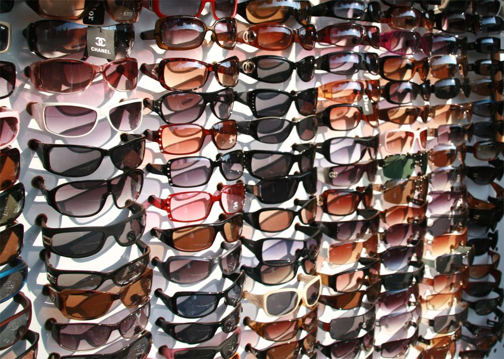 Gafas-de-sol-en-el-mercadillo-de-Goa