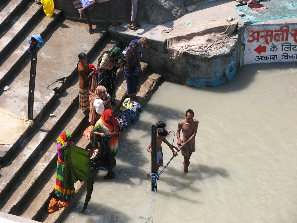 Ghat-a-orillas-del-Ganges-II