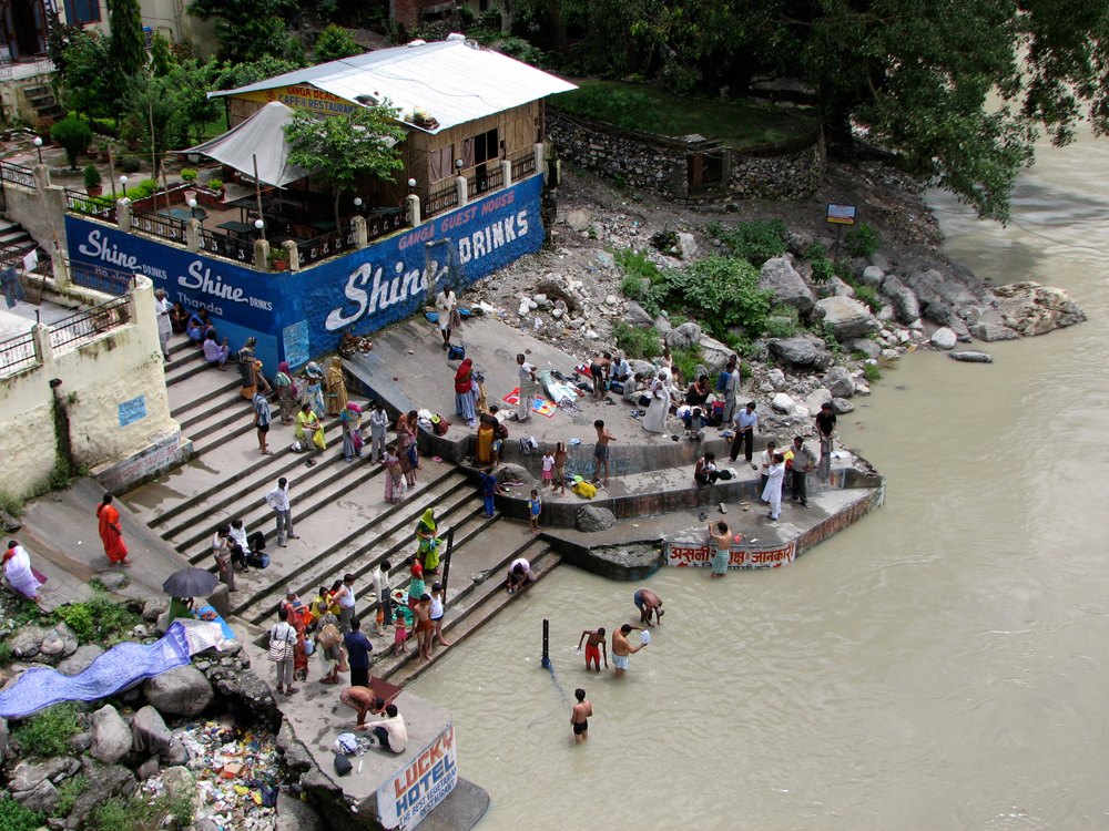 Ghat-a-orillas-del-Ganges