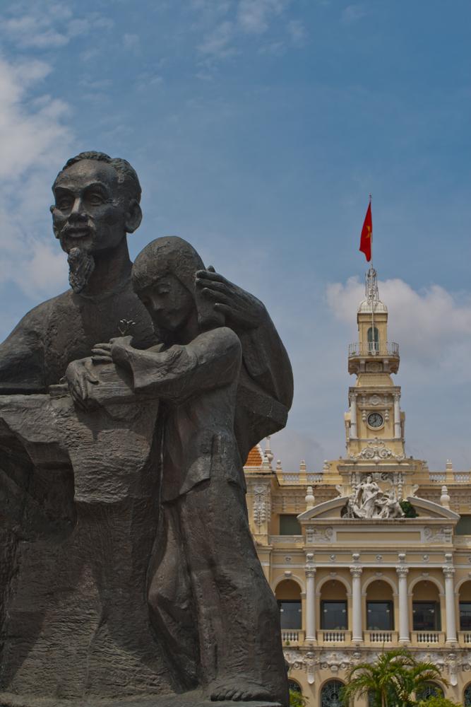 Ho-Chi-Minh-y-Hotel-de-Ville
