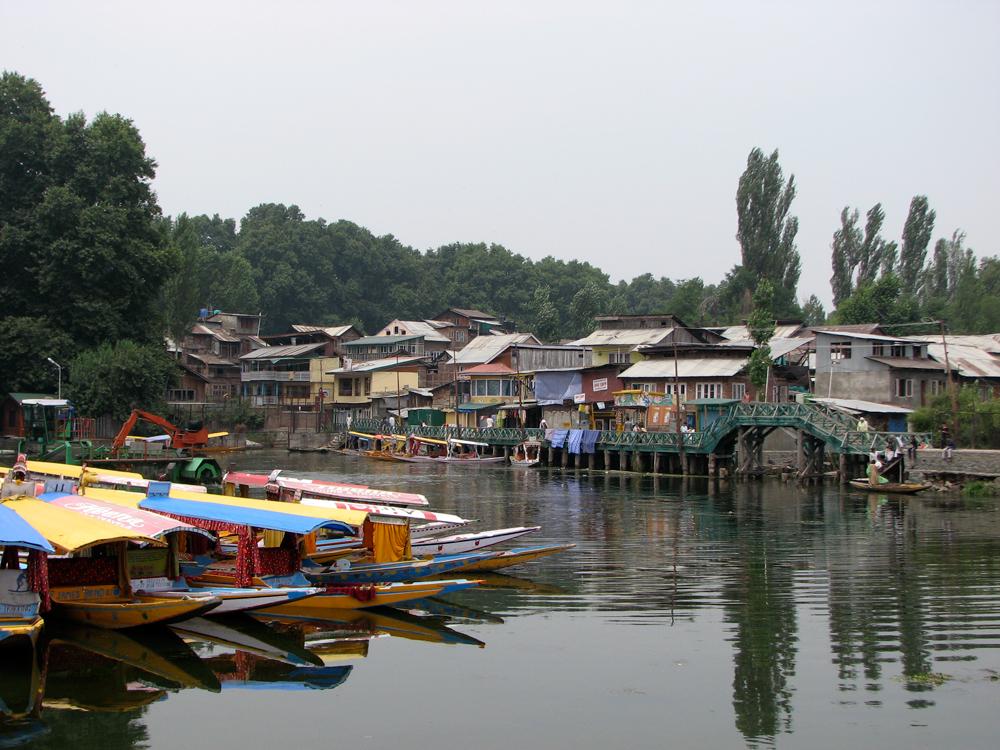 Humildes-casa-junto-a-los-canales