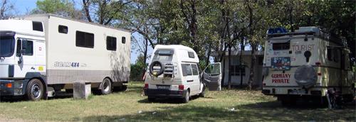 Nuestras tremendas compañeras en el camping de Islamabad