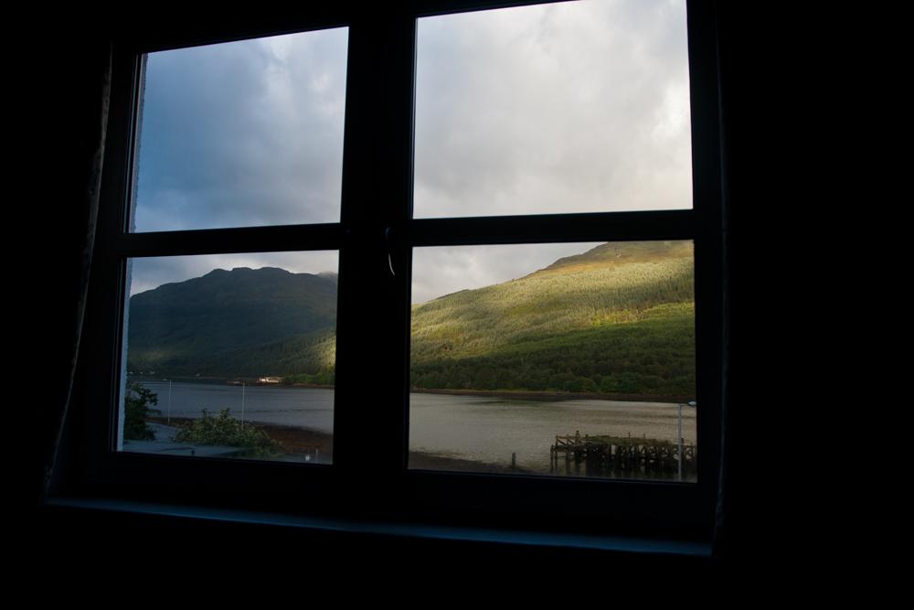 Lago-Lomond-desde-una-ventana