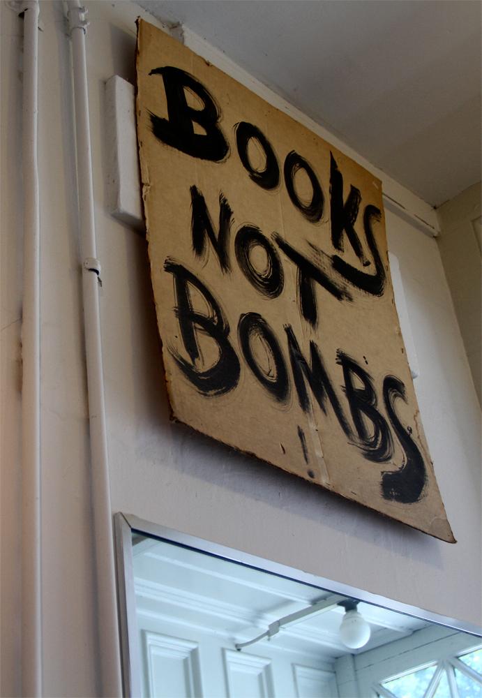 Libros-y-no-bombas