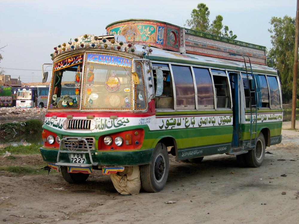 Lustroso-camión-en-Sahiwal