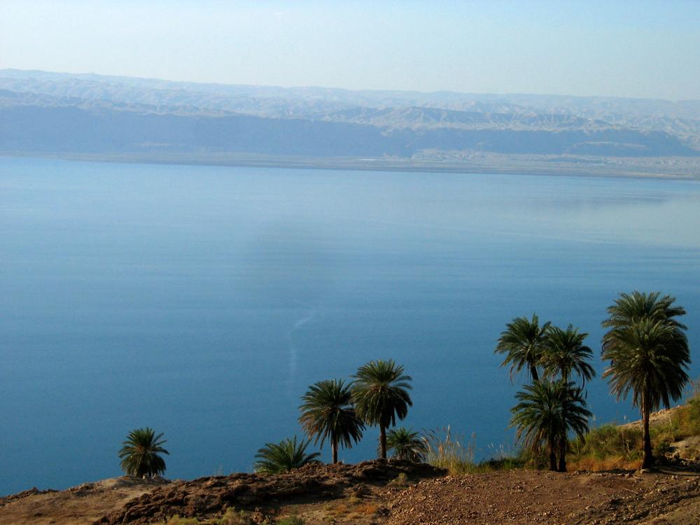 Mar-Muerto-e-Israel-al-fondo