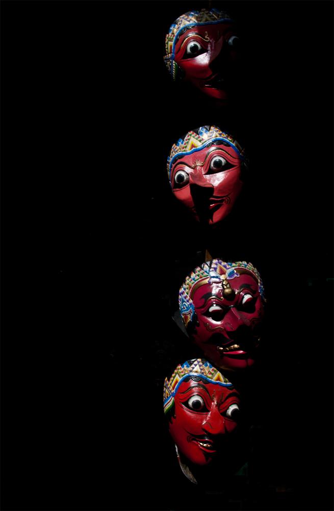 Mascaras-en-un-bazar