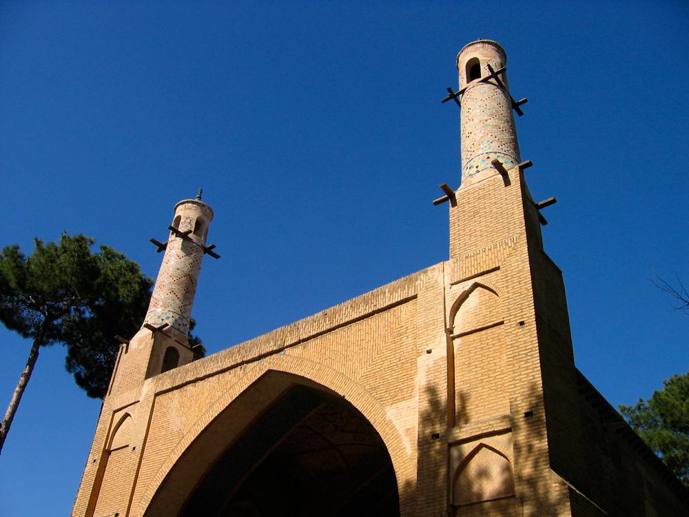 Menar-Jonban-o-Minarete-basculante