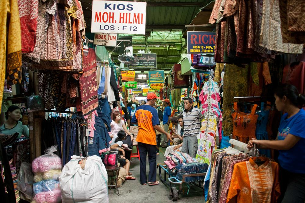 Mercado-de-ropa-en-Solo