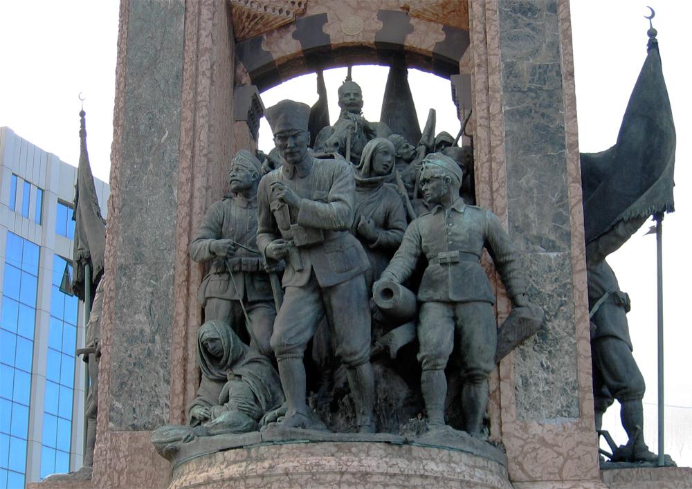 Monumento-a-Atatürk-en-Taksim