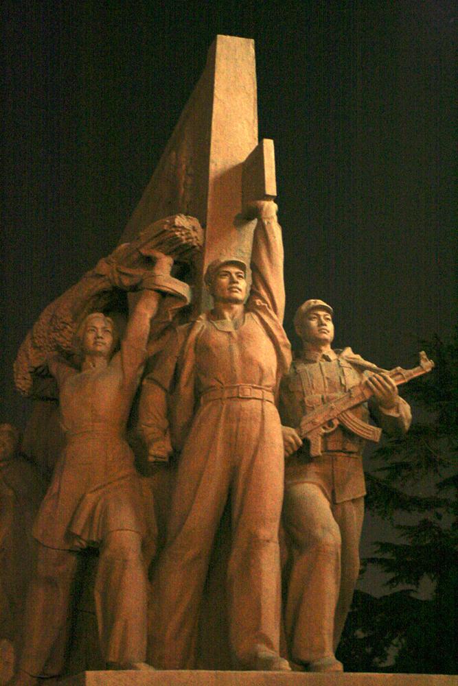 Monumento-a-los-Heroes-del-Pueblo-en-Tiannanmen
