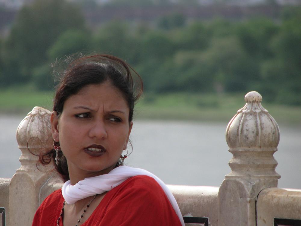 Mujer-en-el-Taj-Mahal
