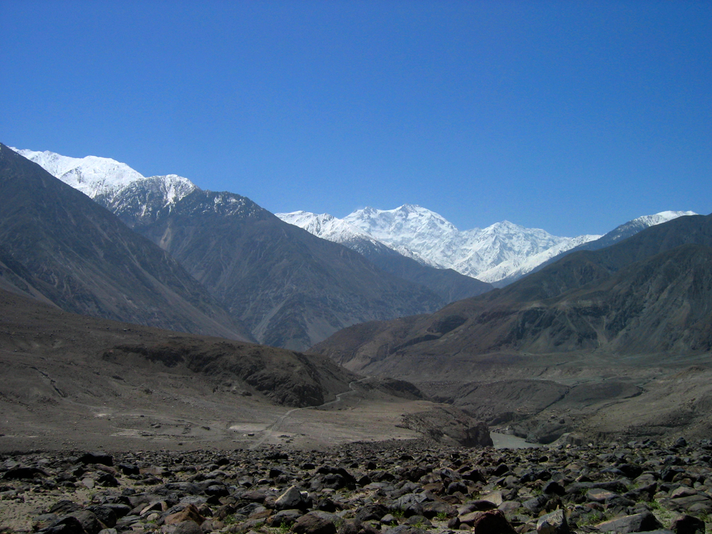 Nanga-Parbat-a-lo-lejos-desde-la-autopista