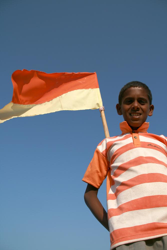 Niño-y-bandera