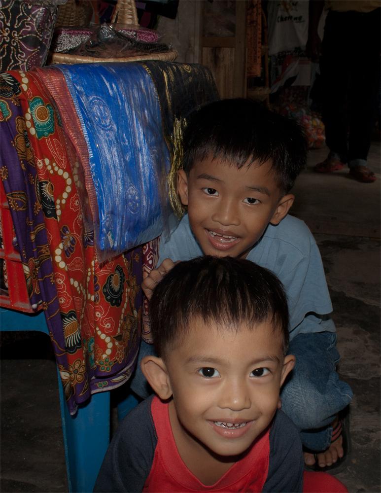 Niños-en-Kampung-Jenang