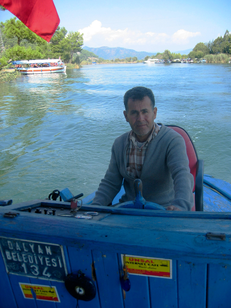 Nuestro-barquero-en-Kaunos