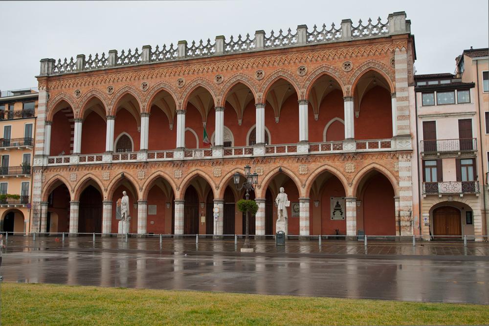 Padua---Edficio-en-prato-della-valle