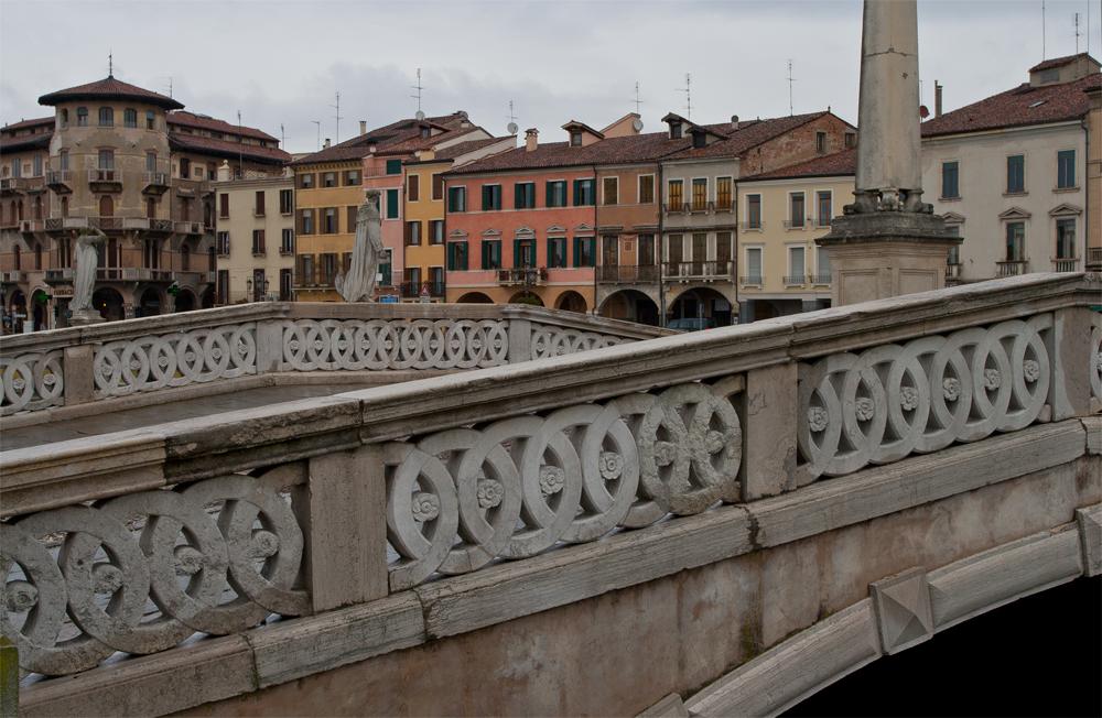 Padua---Puente-sobre-el-canal