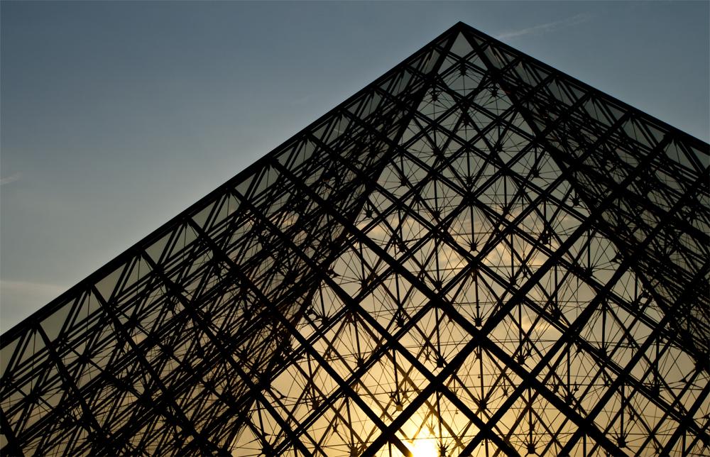 Pirámide-del-Louvre