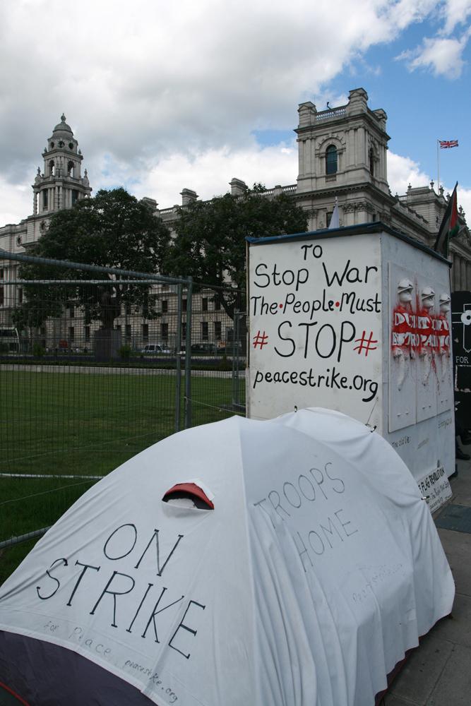 Por-la-paz-frente-al-Parlamento